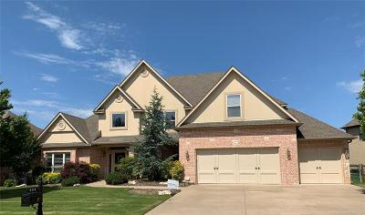 Single Family Home For Sale: 4114 N Maple Place