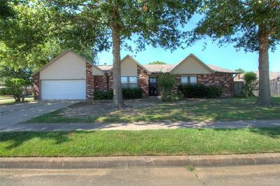 Broken Arrow Single Family Home For Sale: 3000 E Oakridge Street