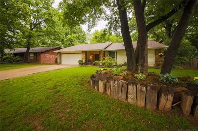 Tulsa Single Family Home For Sale: 8229 S Oswego Avenue