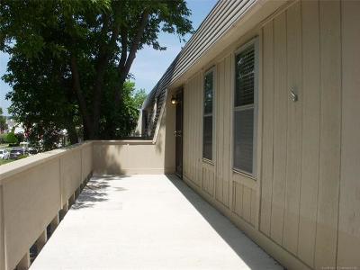 Tulsa Condo/Townhouse For Sale: 6615 S Zunis Avenue #2606