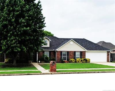 Bartlesville Single Family Home For Sale: 2005 Charleston Drive