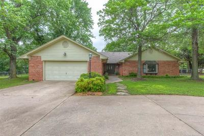 Sand Springs Single Family Home For Sale: 10469 Edgewood Drive
