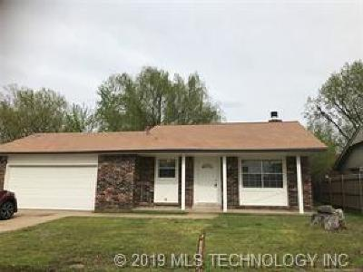 Broken Arrow OK Single Family Home For Sale: $116,000