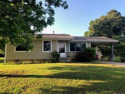 Poteau OK Single Family Home For Sale: $65,000
