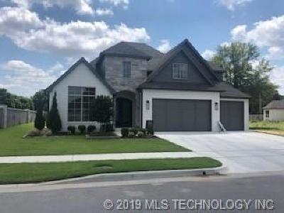 Tulsa Single Family Home For Sale: 5712 E 100th Place