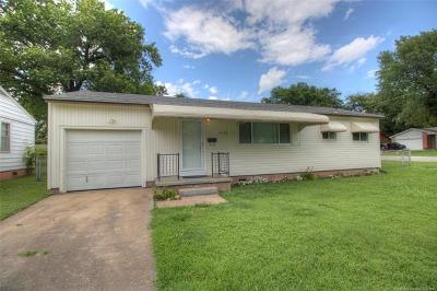 Tulsa Single Family Home For Sale: 2103 W 45th Place