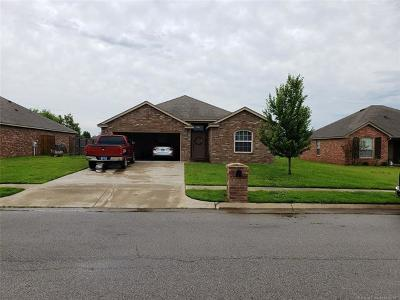 Kiefer Single Family Home For Sale: 203 Vail Circle