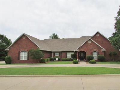 Muskogee Single Family Home For Sale: 3008 River Oaks Drive
