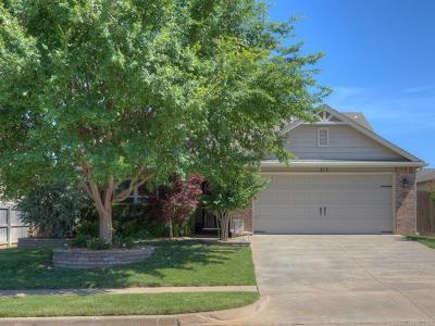 Sand Springs Single Family Home For Sale: 215 W 45th Place