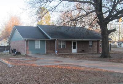 Stigler Single Family Home For Sale: 702 N Broadway Street
