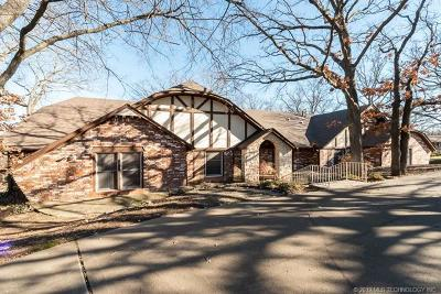 Tulsa Single Family Home For Sale: 7377 S Sleepy Hollow Drive