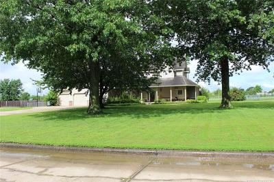 Claremore Single Family Home For Sale: 1805 NE Oakridge Drive