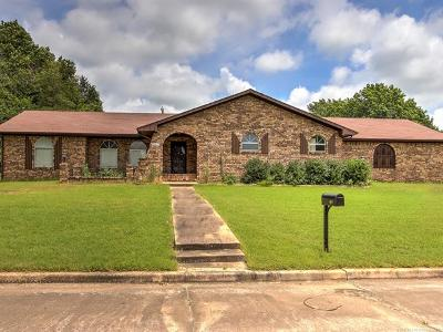 Okmulgee Single Family Home For Sale: 1917 Crestview Drive