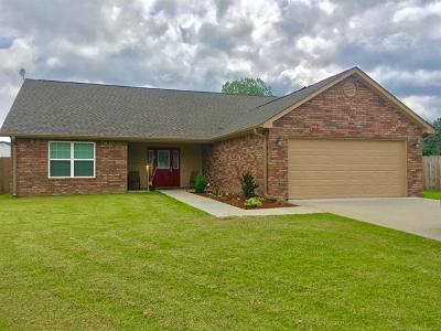 Pryor Single Family Home For Sale: 111 Chukker Drive