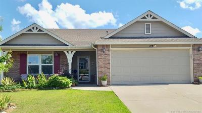 Sand Springs Single Family Home For Sale: 112 W 45th Place