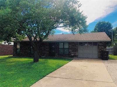 Bartlesville Single Family Home For Sale: 511 Lindenwood Drive