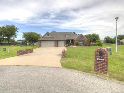 Claremore Single Family Home For Sale: 8597 E Amber Drive