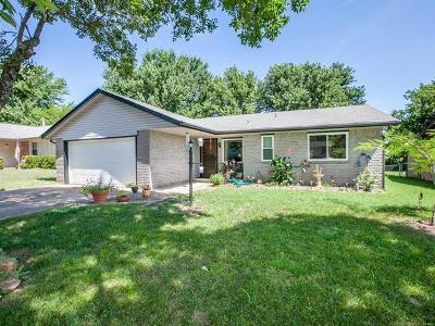 Broken Arrow Single Family Home For Sale: 104 E Ithica Place