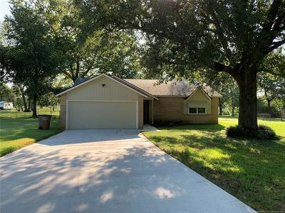 Mounds Single Family Home For Sale: 60 N 250 Road