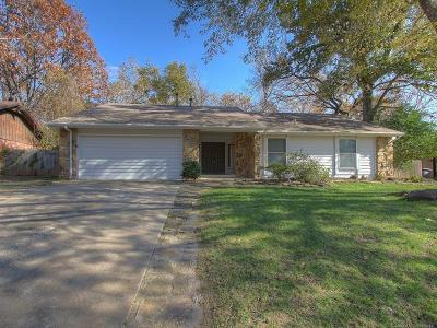 Tulsa Single Family Home For Sale: 8229 S Oswego Avenue
