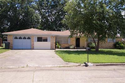 Okmulgee Single Family Home For Sale: 807 Mockingbird Lane