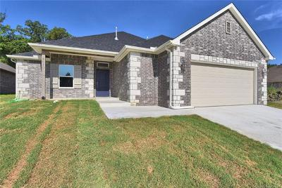 Sand Springs Single Family Home For Sale: 4610 S Linwood Drive