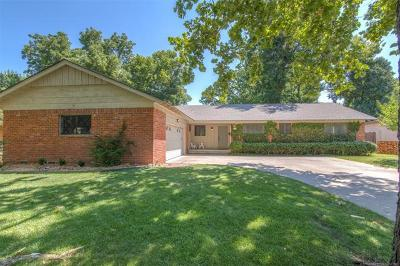 Tulsa Single Family Home For Sale: 5717 S Louisville Avenue