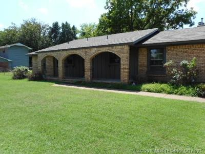 Sand Springs Single Family Home For Sale: 1700 Town And Country Drive