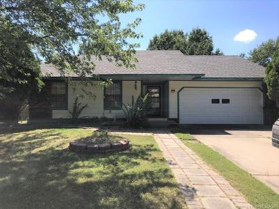 Tulsa Single Family Home For Sale: 8830 S 74th East Avenue