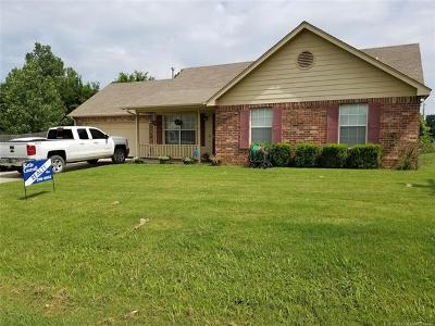 Coweta Single Family Home For Sale: 636 S Division Street