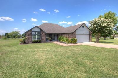 Claremore Single Family Home For Sale: 10922 E Canyon Oaks Boulevard