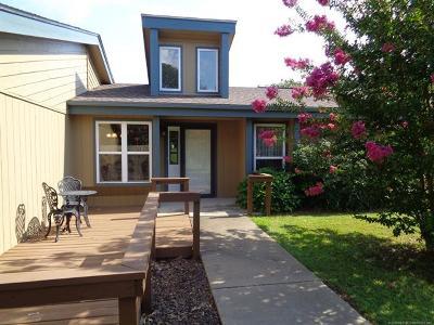 Stigler Single Family Home For Sale: 157 N Spinnaker Run
