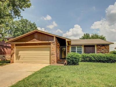 Sand Springs Single Family Home For Sale: 2607 Maple Drive