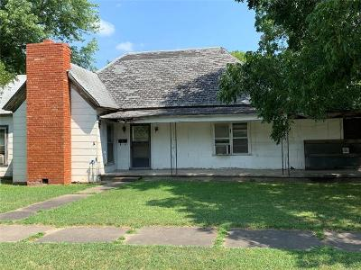 Okmulgee County Single Family Home For Sale: 302 E Young Street