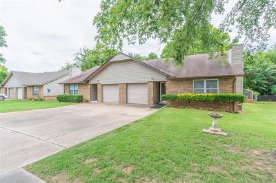 Broken Arrow Multi Family Home For Sale: 705 W Waco Street