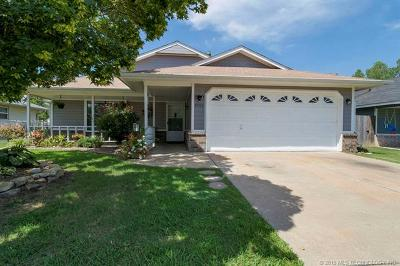 Claremore Single Family Home For Sale: 9495 Sprucewood Street