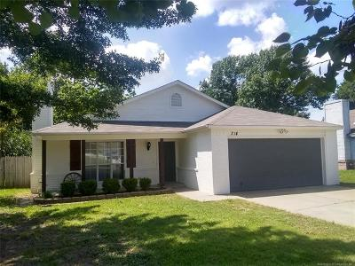 Coweta Single Family Home For Sale: 714 N Division Street