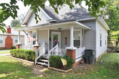 Single Family Home For Sale: 608 S Hickory Street