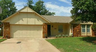 Jenks Single Family Home For Sale: 933 W J Street