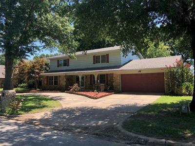 Rogers County, Mayes County, Tulsa County Single Family Home For Sale: 901 Lynwood Lane