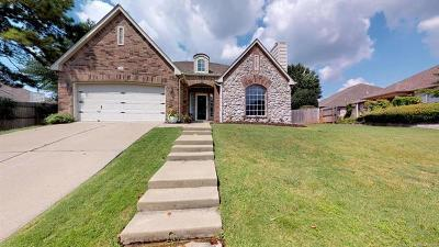 Tulsa Single Family Home For Sale: 504 N Aster Place