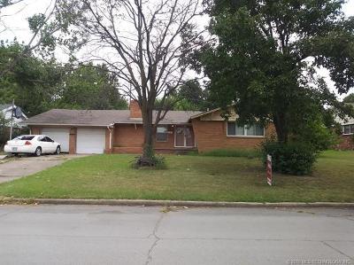 Tulsa Single Family Home For Sale: 5149 E 45th Street