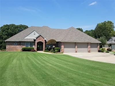 Stigler Single Family Home For Sale: 399 N Spinnaker Run