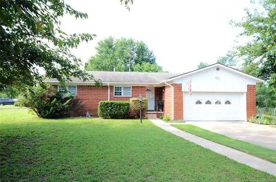 Bristow Single Family Home For Sale: 1202 S Poplar Place