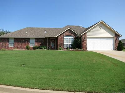 Claremore Single Family Home For Sale: 2700 SW Wolf Run Drive