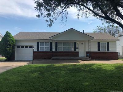 Tulsa Single Family Home For Sale: 1733 S Maplewood Avenue