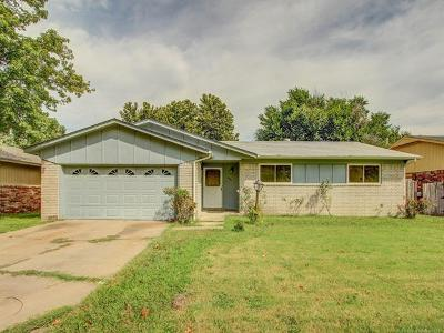 Tulsa Single Family Home For Sale: 10641 E 33rd Street