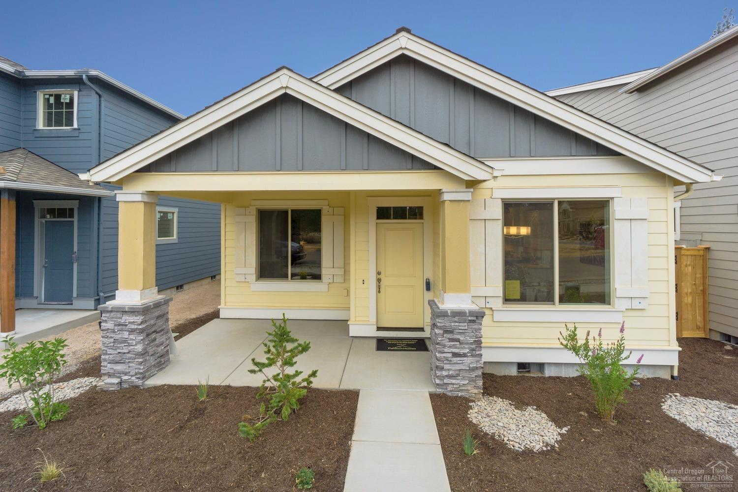3 bed / 2 full, 1 partial baths Home in Bend for $399,950