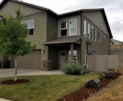 Single Family Home For Sale: 617 Northeast Brookstone Drive