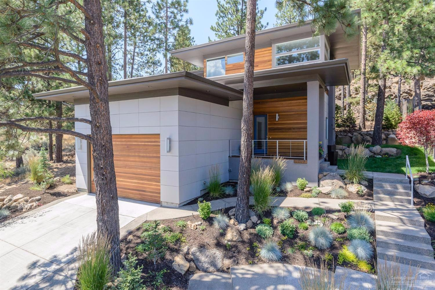 3 bed / 2 full, 1 partial baths Home in Bend for $699,000